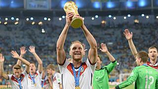 Mit Weltmeister Höwedes: Kuratorium nimmt Arbeit auf