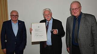 FVR-Präsident Walter Desch mit Goldener DFB-Ehrennadel ausgezeichnet