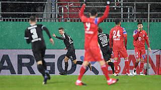 Sensation in Kiel: Bayern scheidet nach Elfmeterkrimi aus