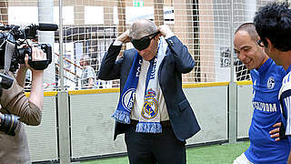 Rehhagel und Peters beim Blindenfußball-Saisonauftakt