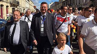 DFB-Delegation um Grindel besucht Fan-Walk in Bordeaux