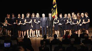 Silber für Gold-Girls: Gauck und de Maizière zeichnen DFB-Frauen aus