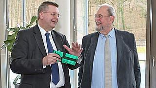 Stiftungen: DFB verabschiedet Watzke